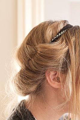 Hair - p596m1050919 by Ariane Galateau