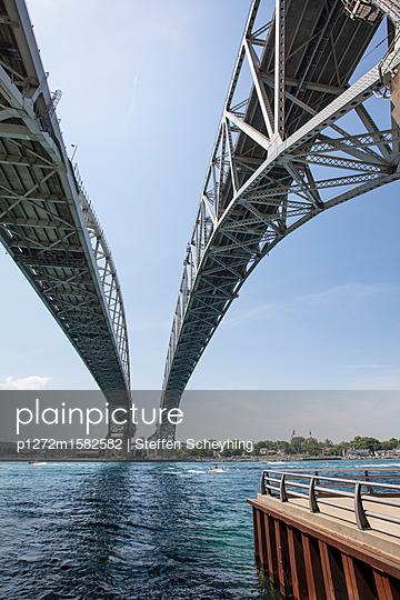 Blue Water Bridge - p1272m1582582 von Steffen Scheyhing