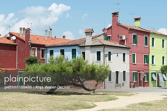 Wohnhäuser auf Burano - p451m1159495 von Anja Weber-Decker