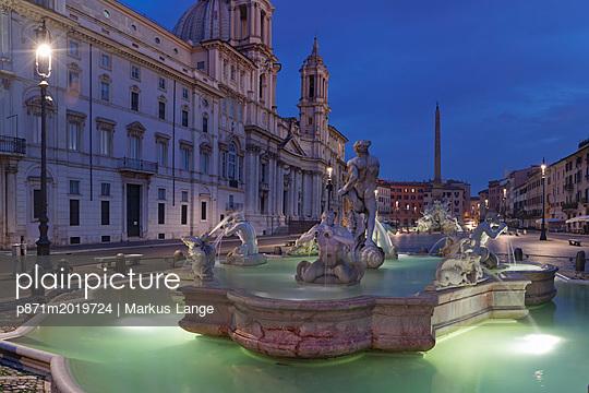 plainpicture - plainpicture p871m2019724 - Fontana del Moro Fountain, ... - plainpicture/robertharding/Markus Lange