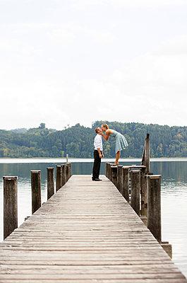 Verliebt am See - p435m889648 von Stefanie Grewel