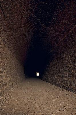 Alter Eisenbahntunnel am Otago Central Rail Trail in Neuseeland - p470m2089759 von Ingrid Michel
