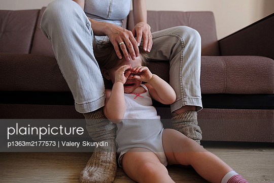Crying girl and mother  - p1363m2177573 by Valery Skurydin