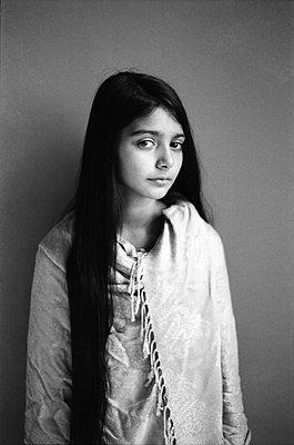 Young woman with long black hair - p1648m2237574 by KOLETZKI