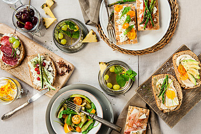 Healthy toast made with asparagus, cheese, egg and avocado served with a fresh salad - p300m1166432 by Valentina Barreto