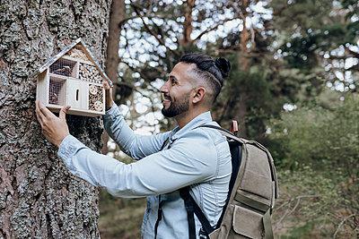 man in nature, caring for the environment, Madrid / Spain - p300m2299152 von Jose Carlos Ichiro