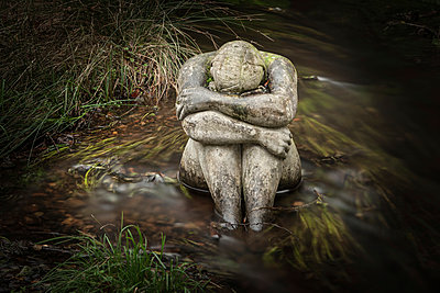 Crying woman - p403m951534 by Helge Sauber