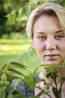 Portrait of blonde woman - p1019m1425477 by Stephen Carroll