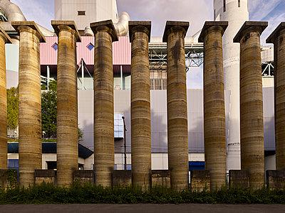 Säulen, Bestellt und nicht abgeholt (einst für Germania) - p280m1462693 von victor s. brigola