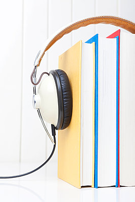 Audio books - p454m1091453 by Lubitz + Dorner