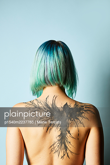 Young woman with back tattoo - p1540m2237783 by Marie Tercafs