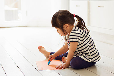 Female toddler sitting on floor drawing - p924m821463f by Igor Emmerich