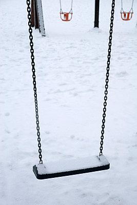 Schaukel im Schnee - p4170180 von Pat Meise