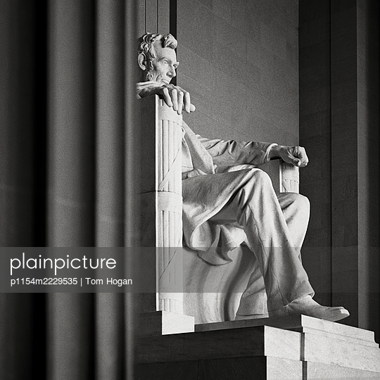 USA, Washington D.C. Memorial Statue of Abraham Lincoln - p1154m2229535 by Tom Hogan