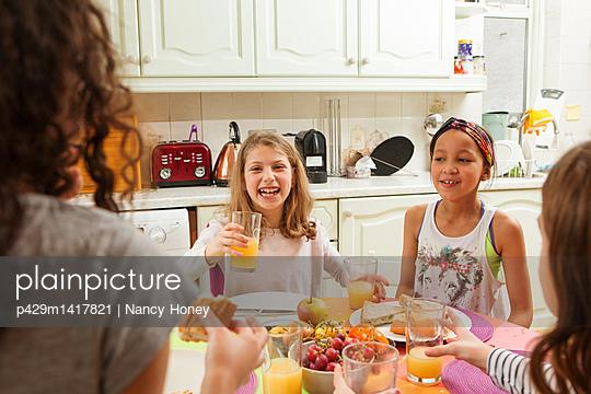 Girls having tea party - p429m1417821 by Nancy Honey