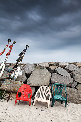Plastic chairs on the beach - p1006m1425241 by Danel