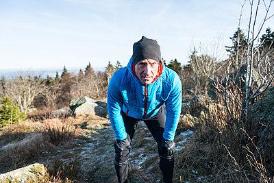 Jogger am Feldberg  - p1142m1445219 von Runar Lind