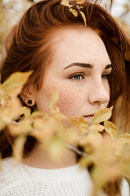 Close-up portrait of teenage girl with red hair - p1166m2113182 by Cavan Images