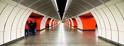 Metro in Wien - p9792888 von Zickert