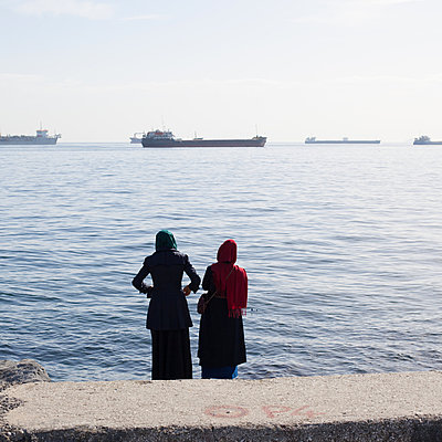 Zwei türkische Frauen - p1138m971485 von Stéphanie Foäche