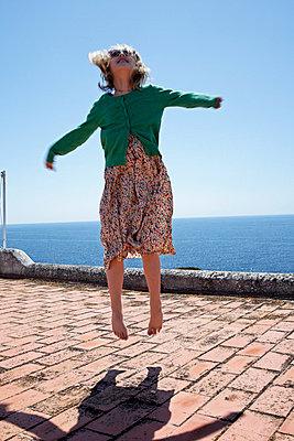 Mädchen auf Dach - p9410017 von lina gruen