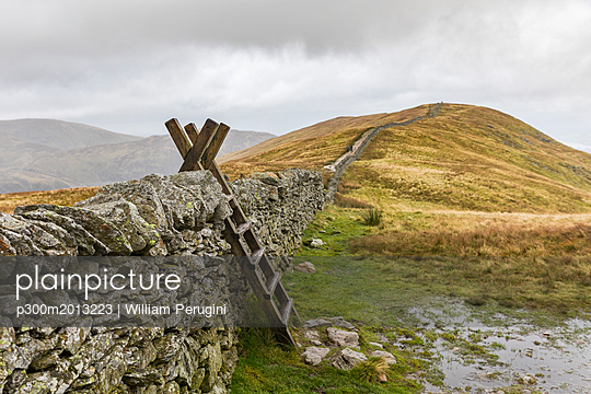 United Kingdom, England, Cumbria, Lake District, wood ladder, stone wall on the way to Helvellyn - p300m2013223 by William Perugini