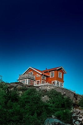 Haus auf einer Klippe in Schweden - p248m2107581 von BY