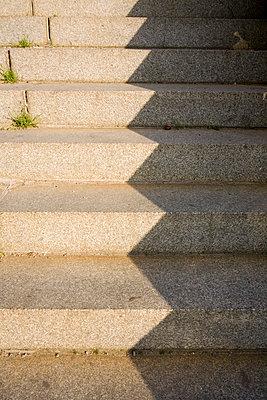 Treppe in Licht und Schatten - p3300068 von Harald Braun