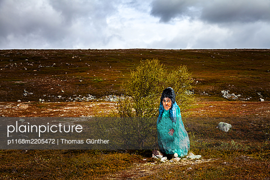 Witch, painted rock in barren landscape, Norway - p1168m2205472 by Thomas Günther