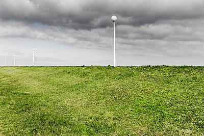 Lampen am Deich - p248m1025416 von BY