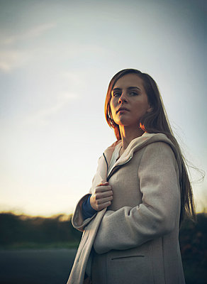 Young woman - p984m1185219 by Mark Owen
