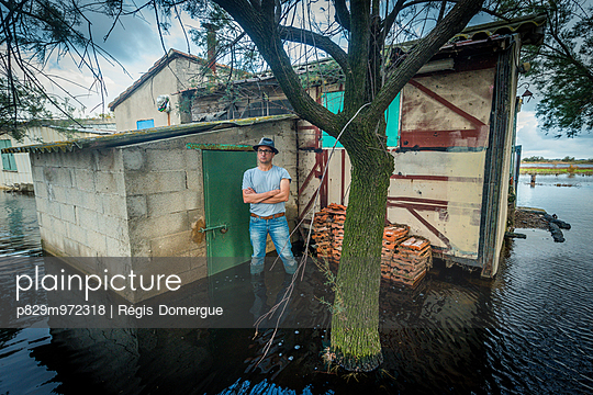 Flood - p829m972318 by Régis Domergue