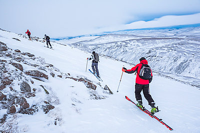 Ski touring at CairnGorm Mountain Ski Resort, Aviemore, Cairngorms National Park, Scotland, United Kingdom, Europe - p871m1499847 by Matthew Williams-Ellis