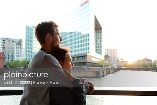 Glücklich - p981m1162833 von Franke + Mans