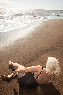Woman on the black sand - p1514m2063943 by geraldinehaas