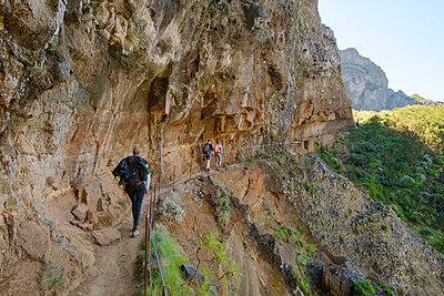 Portugal, Hiking in Madeira - p1600m2175679 by Ole Spata