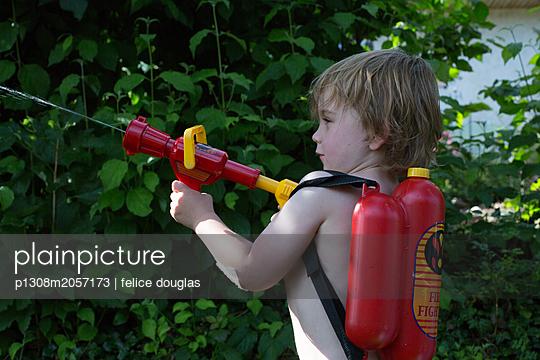 Kleiner Feuerwehrmann - p1308m2057173 von felice douglas