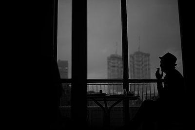 Man smoking against Tel Aviv skyline - p1484m2150259 by Céline Nieszawer