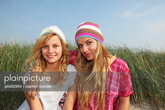 Best friends - p0452954 by Jasmin Sander