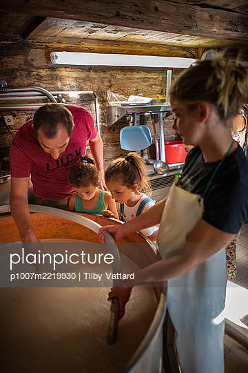 France, Father and daughters visit a cheese factory - p1007m2219930 by Tilby Vattard