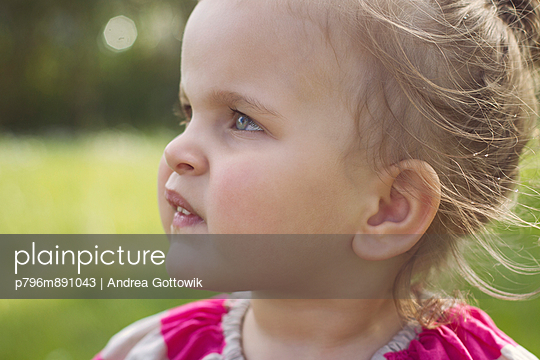 Little girl - p796m891043 by Andrea Gottowik