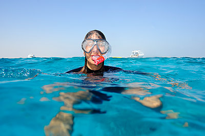 Woman snorkeling in the sea - p300m1505723 by Eyecatcher.pro