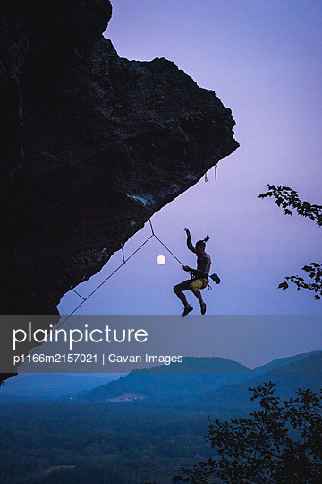 Man falling off overhanging sport climbing route in New Hampshire - p1166m2157021 by Cavan Images