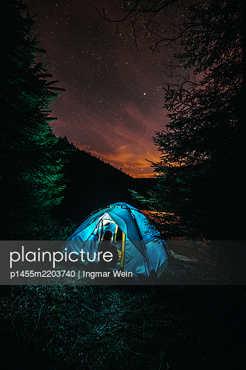 Zelten an einem Bergsee im Schwarzwald - p1455m2203740 von Ingmar Wein