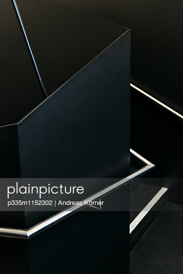 Schwarzes Treppenhaus - p335m1152302 von Andreas Körner