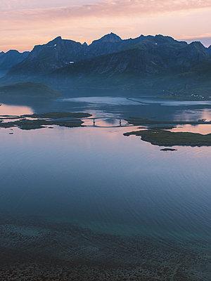 Kleines Dorf auf dem Lofoten - p1507m2028296 von Emma Grann