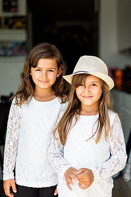 Portrait of two girls in Sweden - p352m1536620 by Calle Artmark