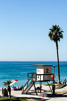 A lifeguard station on Aliso Beach, California - p1094m971541 by Patrick Strattner