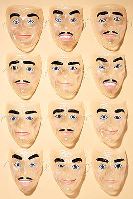 Masken - p237m2021614 von Thordis Rüggeberg