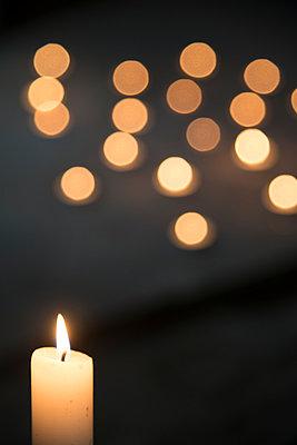 Kerzenlicht - p335m1041649 von Andreas Körner